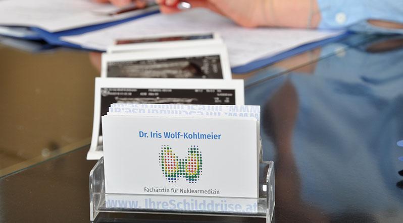 Visitenkarten - Dr. Iris Wolf-Kohlmeier - Spezialgebiet Schilddrüsen-Erkrankungen